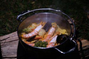 """キャンプ飯の""""格""""を一段も二段もアップさせるダッチオーブンの存在。 ソト(SOTO) ステンレスダッチオーブン"""