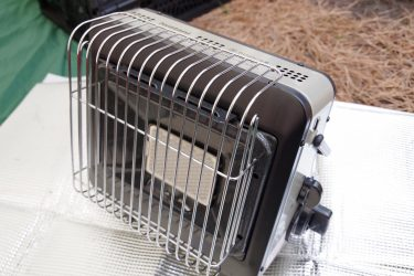 イワタニのカセットガスストーブ、マイ暖はソロキャンプに相性バツグンの暖房器具!