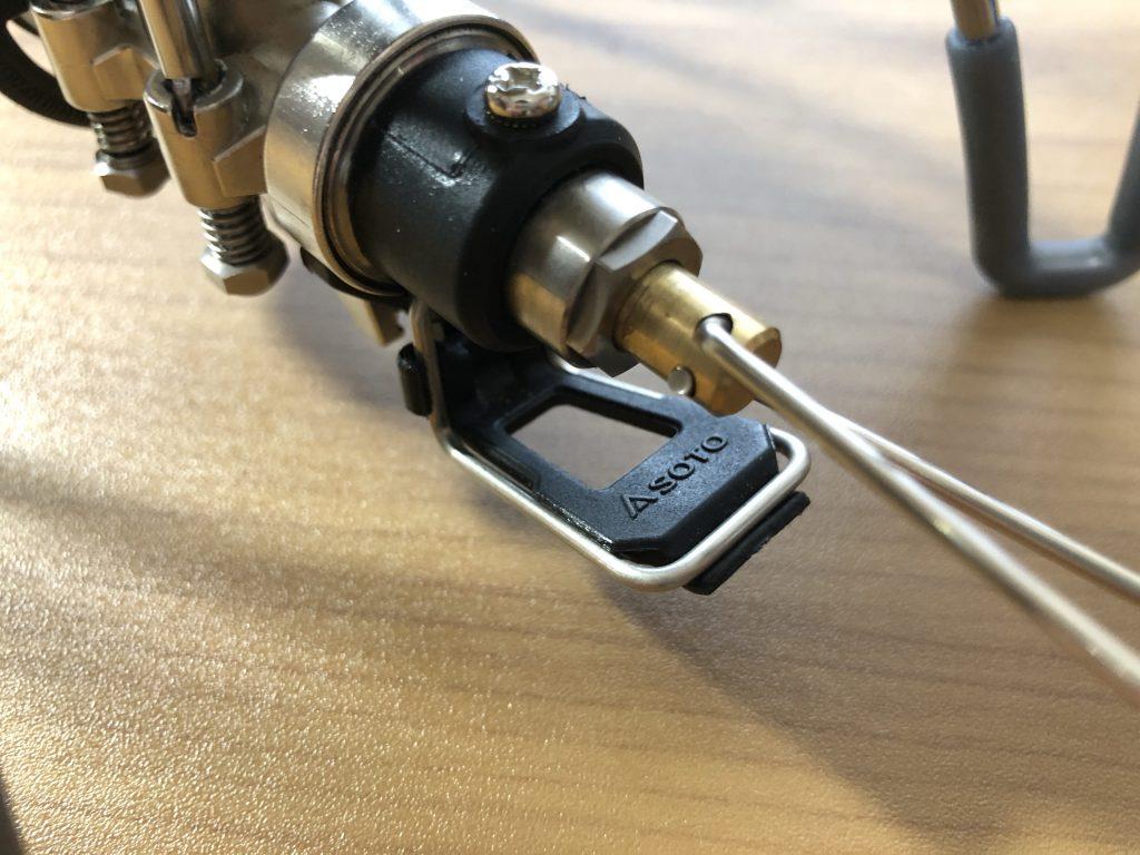 ソト(SOTO)レギュレーターストーブの点火アシストスイッチ