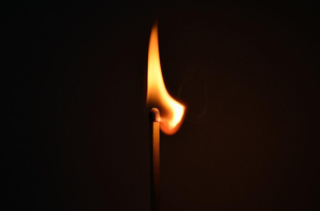 マッチの炎