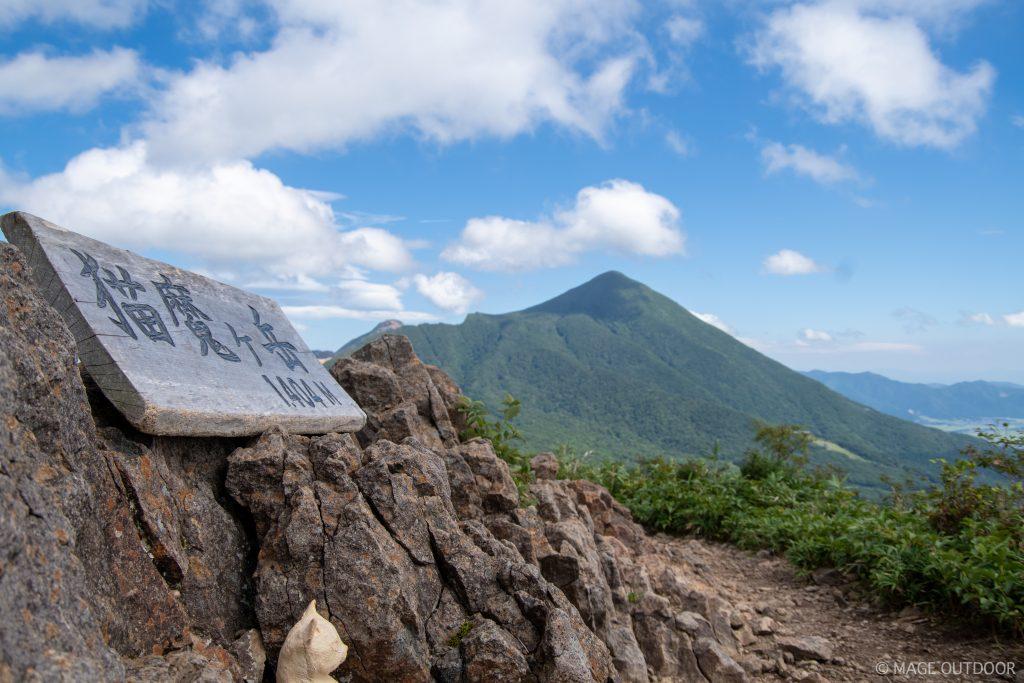 猫魔ヶ岳山頂から望む磐梯山
