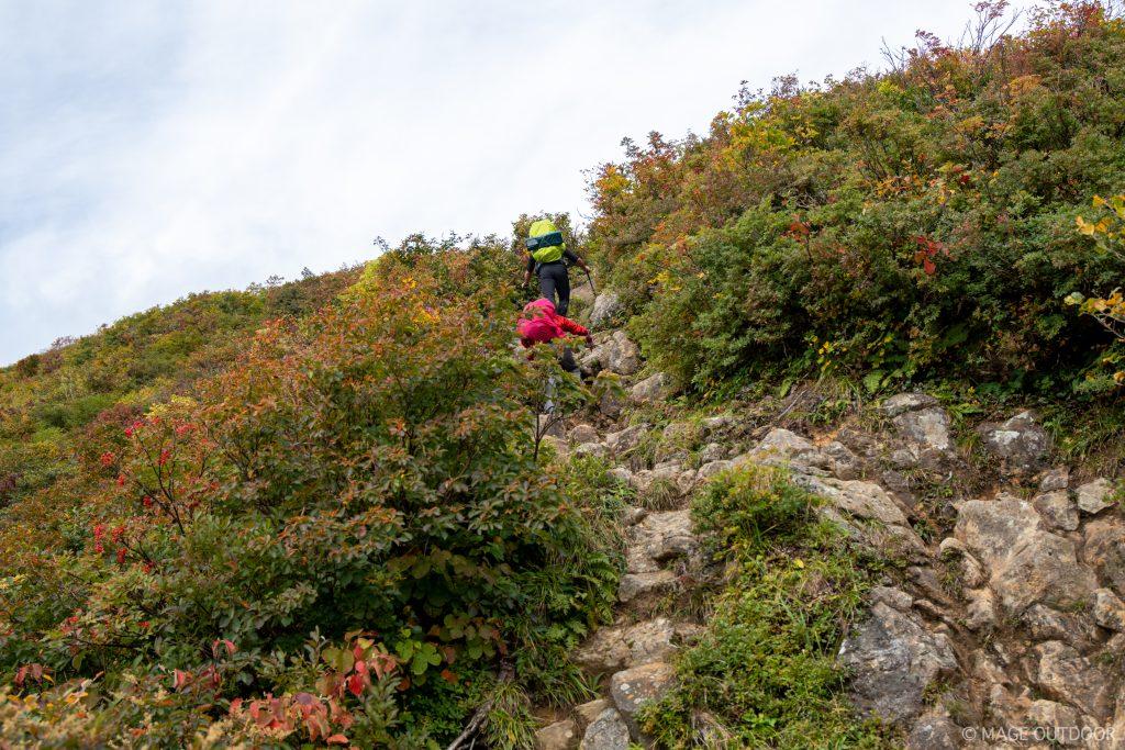 三国岳へ向かう岩場